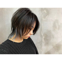 ストリート インナーカラー ホワイトハイライト ミディアム ヘアスタイルや髪型の写真・画像