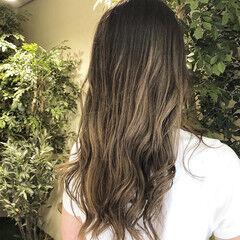 ミルクティーベージュ ミルクティー ロング バレイヤージュ ヘアスタイルや髪型の写真・画像