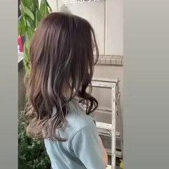 セミロング 春ヘア 透け感ヘア グレージュ ヘアスタイルや髪型の写真・画像