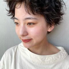 ショート ガーリー 毛束感 無造作パーマ ヘアスタイルや髪型の写真・画像