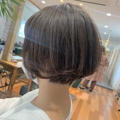 ショートボブ ショートヘア レイヤーカット ナチュラル ヘアスタイルや髪型の写真・画像