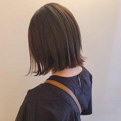 ナチュラル 前下がりヘア ヘアカット 切りっぱなしボブ ヘアスタイルや髪型の写真・画像