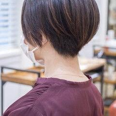 ショート ショートボブ ハイライト フェミニン ヘアスタイルや髪型の写真・画像