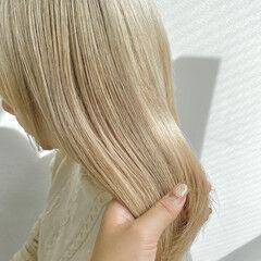 アッシュグレージュ 成人式カラー フェミニン ホワイトベージュ ヘアスタイルや髪型の写真・画像
