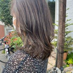 ミディアムレイヤー オリーブカラー エレガント ミディアム ヘアスタイルや髪型の写真・画像