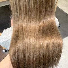ロング ナチュラル クリームブロンド ミルクティーベージュ ヘアスタイルや髪型の写真・画像