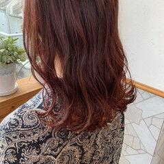 セミロング ピンクバイオレット グラデーションカラー ガーリー ヘアスタイルや髪型の写真・画像