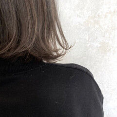 ナチュラル モノトーン 大人かわいい 切りっぱなしボブ ヘアスタイルや髪型の写真・画像
