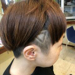 ショート 三角 ラインアート ツーブロック ヘアスタイルや髪型の写真・画像