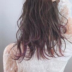 カラフルカラー パープルカラー アッシュグレージュ 波巻き ヘアスタイルや髪型の写真・画像