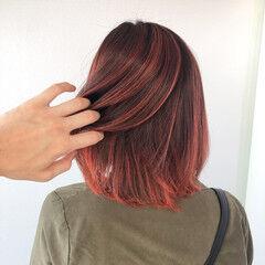 切りっぱなしボブ インナーカラー メッシュ フェミニン ヘアスタイルや髪型の写真・画像