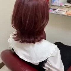 ピンク ミディアム レッド ウルフカット ヘアスタイルや髪型の写真・画像