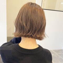 ナチュラル アンニュイほつれヘア ヌーディベージュ 切りっぱなしボブ ヘアスタイルや髪型の写真・画像