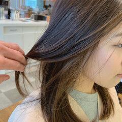 オフィス セミロング 社会人 ハイライト ヘアスタイルや髪型の写真・画像