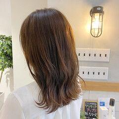 ミルクグレージュ ナチュラル セミロング グレージュ ヘアスタイルや髪型の写真・画像