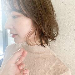 ミディアム フェミニン レイヤーカット ミディアムレイヤー ヘアスタイルや髪型の写真・画像