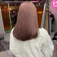 ヘアカラー ピンクベージュ 透明感カラー セミロング ヘアスタイルや髪型の写真・画像