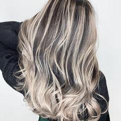 バレイヤージュ ロング グレーアッシュ アッシュ ヘアスタイルや髪型の写真・画像