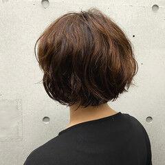 ショートボブ ウェーブ フェミニン パーマ ヘアスタイルや髪型の写真・画像