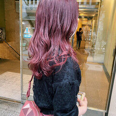 ピンクパープル ラズベリーピンク ガーリー ゆるふわ ヘアスタイルや髪型の写真・画像