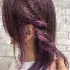 ミディアム イヤリングカラー インナーカラー ガーリー ヘアスタイルや髪型の写真・画像