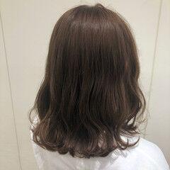 ショコラブラウン ミルクティーグレージュ セミロング ナチュラルブラウンカラー ヘアスタイルや髪型の写真・画像