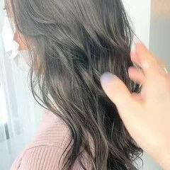 オリーブベージュ グレージュ ナチュラル ロング ヘアスタイルや髪型の写真・画像