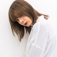 ウルフカット ミディアムレイヤー ミディアム ミルクティー ヘアスタイルや髪型の写真・画像
