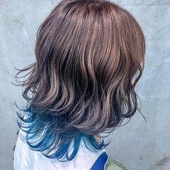 アッシュグレージュ ウルフカット ミディアム シルバーグレージュ ヘアスタイルや髪型の写真・画像