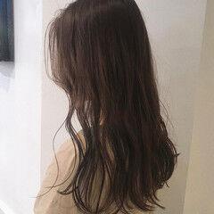 ナチュラル ロング カーキアッシュ 透明感カラー ヘアスタイルや髪型の写真・画像