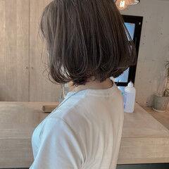 ハイトーンカラー 透明感カラー グレージュ 切りっぱなしボブ ヘアスタイルや髪型の写真・画像