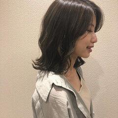 暗色カラー 外ハネボブ オリーブベージュ ミディアム ヘアスタイルや髪型の写真・画像