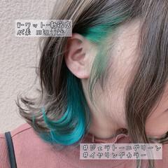 ナチュラル イヤリングカラー エメラルドグリーンカラー デート ヘアスタイルや髪型の写真・画像