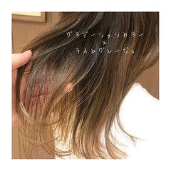セミロング ツヤ髪 ブリーチカラー ナチュラル ヘアスタイルや髪型の写真・画像