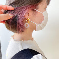 ナチュラル インナーカラー ピンクカラー 切りっぱなしボブ ヘアスタイルや髪型の写真・画像