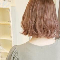 フェミニン ピンクベージュ ミルクティーベージュ デートヘア ヘアスタイルや髪型の写真・画像