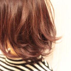ショート モード レッド マルサラ ヘアスタイルや髪型の写真・画像