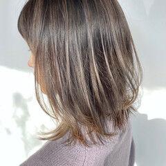 ベージュ ナチュラル 極細ハイライト 伸ばしかけ ヘアスタイルや髪型の写真・画像