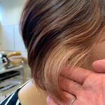ピンクベージュ ショート ショートヘア インナーカラー