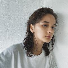 透明感 ナチュラルウルフ ミディアム ナチュラル ヘアスタイルや髪型の写真・画像