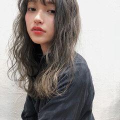 ふわふわ グレージュ 外国人風 ミディアム ヘアスタイルや髪型の写真・画像