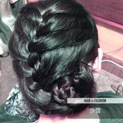 花 ロング 裏編み込み ナチュラル ヘアスタイルや髪型の写真・画像