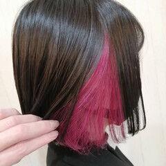 フェミニン ショートボブ ブリーチ インナーピンク ヘアスタイルや髪型の写真・画像