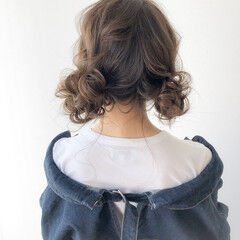 ヘアアレンジ お団子アレンジ ナチュラル セミロング ヘアスタイルや髪型の写真・画像