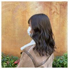 アッシュブラウン グレージュ セミロング ナチュラル ヘアスタイルや髪型の写真・画像