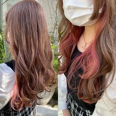 ロング ガーリー インナーカラー ピンクベージュ ヘアスタイルや髪型の写真・画像