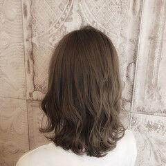 セミロング アディクシーカラー フェミニン ロブ ヘアスタイルや髪型の写真・画像
