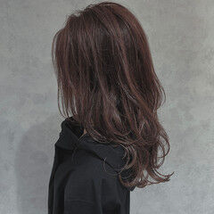 オフィス ピンクブラウン レイヤーロングヘア フェミニン ヘアスタイルや髪型の写真・画像