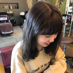 ハイライト カーキ ロング モノトーン ヘアスタイルや髪型の写真・画像