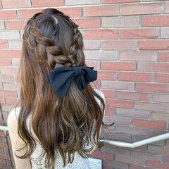 オリーブグレージュ ロング 編み込みヘア 編み込み ヘアスタイルや髪型の写真・画像